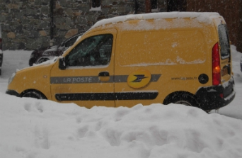 La Poste delivery van on a snowy road in Val Thorens
