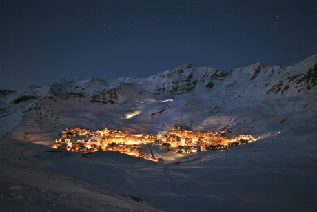 The resort of Val Thorens by night